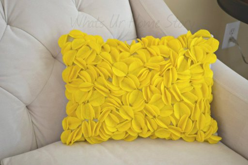 Whats Ur Home Story: Felt Circles Pillow, how to make a felt circle pillow, yellow pillow