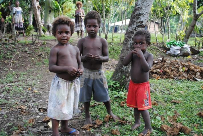 0434-Kids-on-the-way-to-Bonegi-Beach-Diveplanit