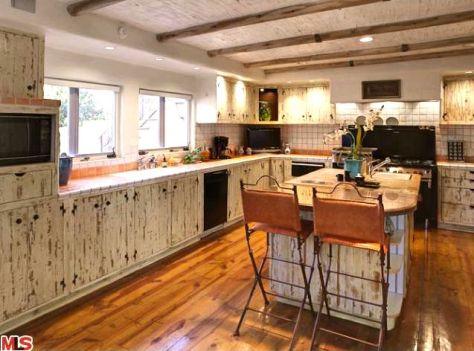Kitchen at 2700 Glendower, Image courtesy MLS 2010