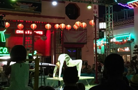 Contortionist, 79th Annual Moon Festival, Los Angeles, Photo Romi Cortier