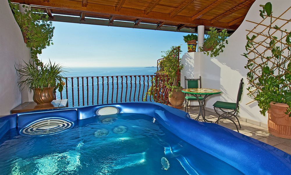 Eden roc hotel positano review for Balcony hot tub