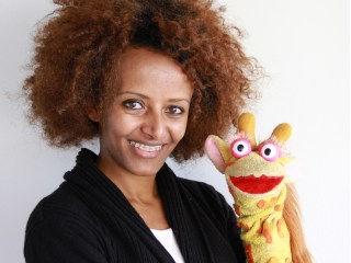 Brukty - Co-founder and CEO of Whiz Kids Workshop posing with Tsehai for the Tremplin Prize 2014 (Photo: Tyson Presnell)
