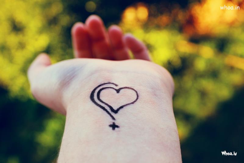 Holding Hands Love Quotes Wallpapers Love Heart Tattoo In Hand Show Up Photo Shoot
