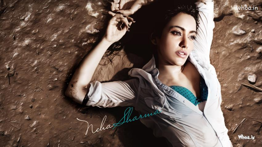 Navratri Wallpaper With Quotes Neha Sharma Hot Cleavage Hd Wallpapers