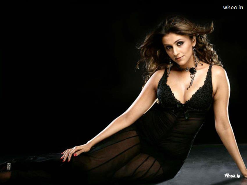 Cute Baby Girl Wallpapers For Facebook Cover Aarti Chabria Black Hot Hd Cleavage Wallpaper