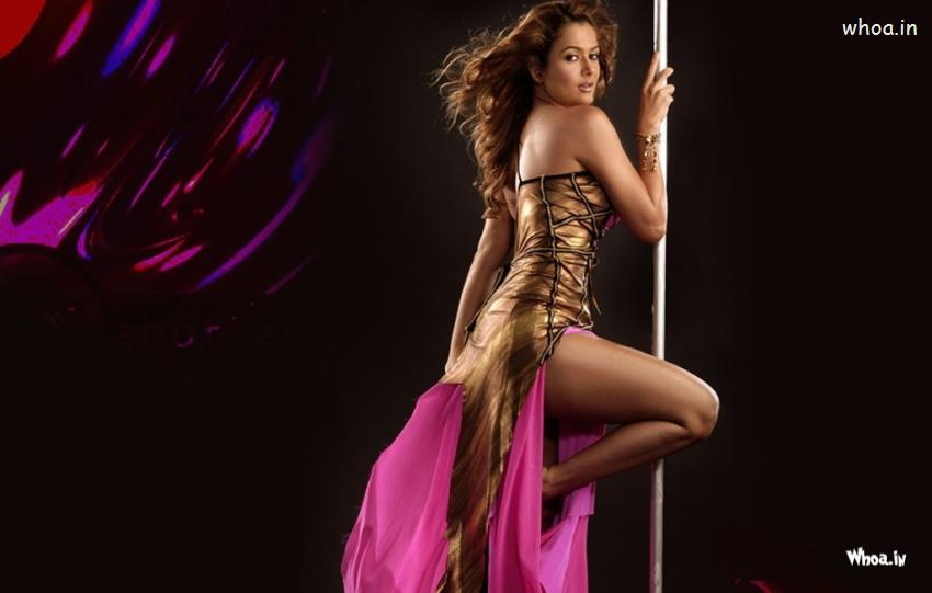Love Romantic Wallpapers With Quotes Amrita Arora Dancing Hot Hd Wallpaper