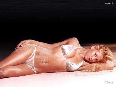 Anna Kournikova Lying In A Bikini Dark Hd Wallpapers