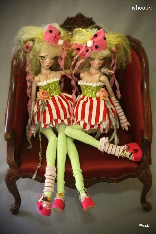 Sai Baba Wallpaper Download 3d Barbie Doll Twins Sitting On A Chair