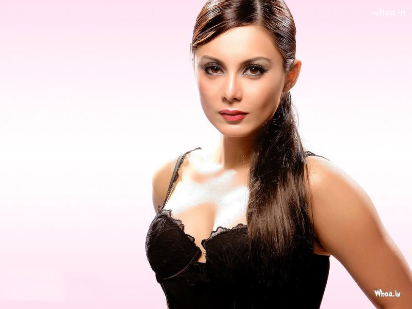 Funny Good Night Quotes Wallpaper Minissha Lamba Black Top Cleavage Image With Face Closeup