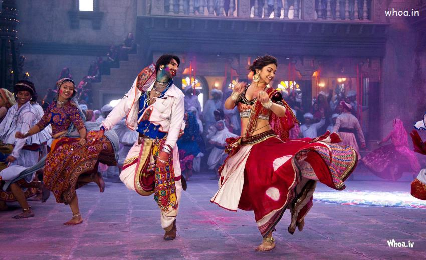 Cute Punjabi Baby Girl Wallpaper Ranveer Singh And Deepika Padukone Play Dadiya In Ram