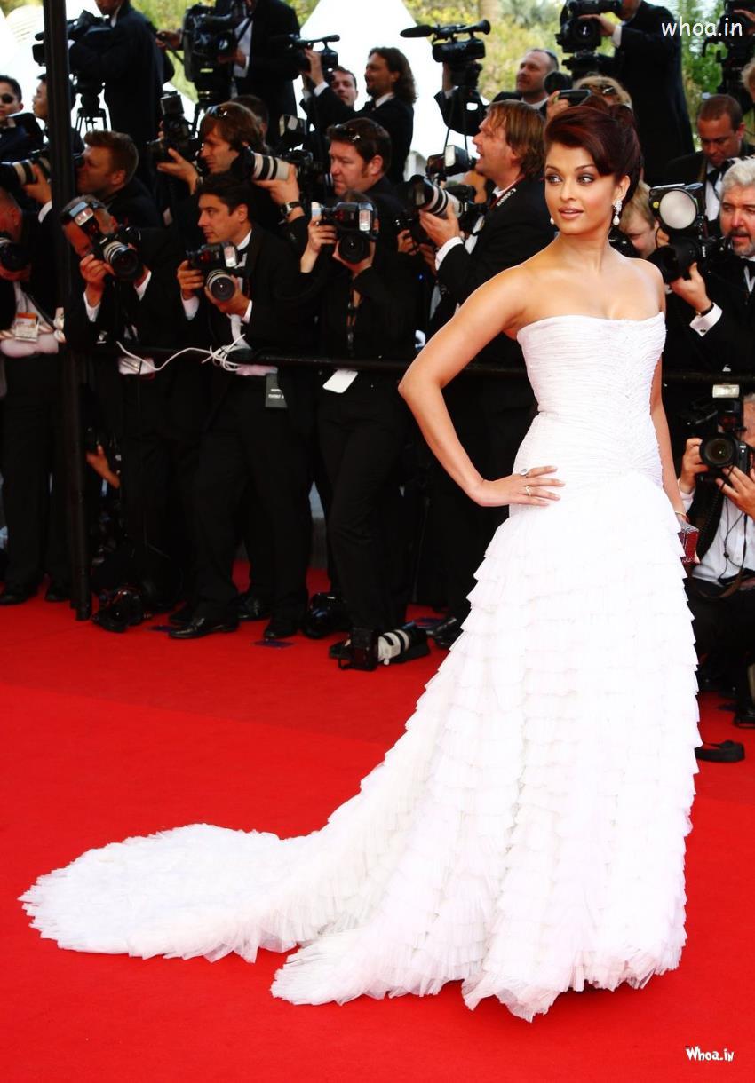 Aishwarya Cute Wallpaper Aishwarya Rai Bachchan Cannes 2014 White Dress Hd