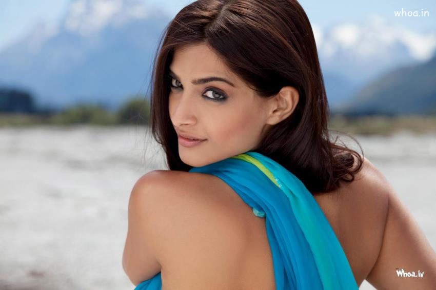 Holi Wallpaper 3d Sonam Kapoor Back Less Saree In I Hate Luv Storys Movies