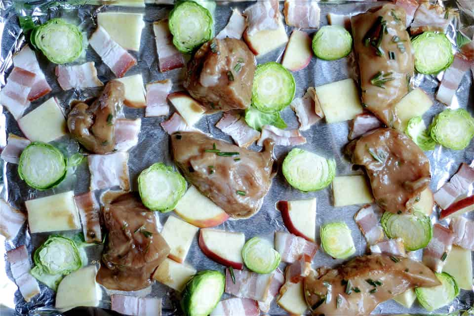 rosemary-balsamic-sheet-pan-chicken-with-bacon-and-apples-3