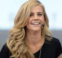 Samantha Ponder Bio, Wiki, Net worth, Age, Married, Salary, Husband, Daughter, and Divorce
