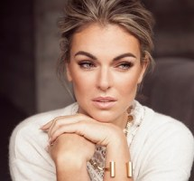 Serinda Swan Bio, Wiki, Net worth,  Married, Parents, Husband, Dating, Boyfriend, Ethnicity