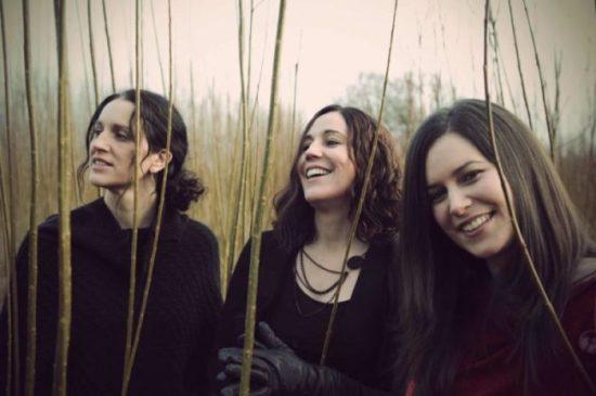 """""""Die Henry Girls sind spektakulär...die besten Gesangsharmonien aus Donegal seit Clannad!"""" (BBC)"""