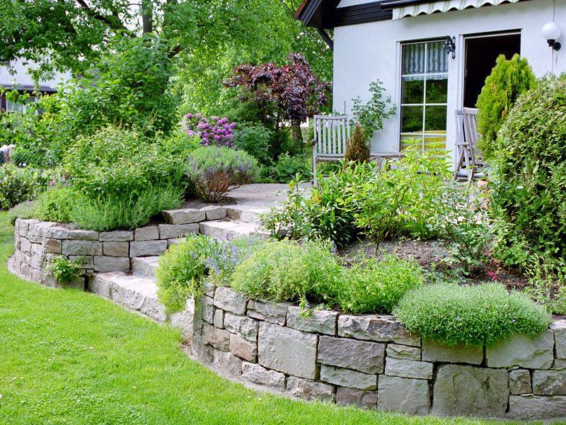 Gartenmauer für Hanglage    wwwwildwuchs-gmbhde gartenpflege - terrasse hanglage modern