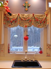 Holiday Window Ideas - Christmas Kitchen Windows