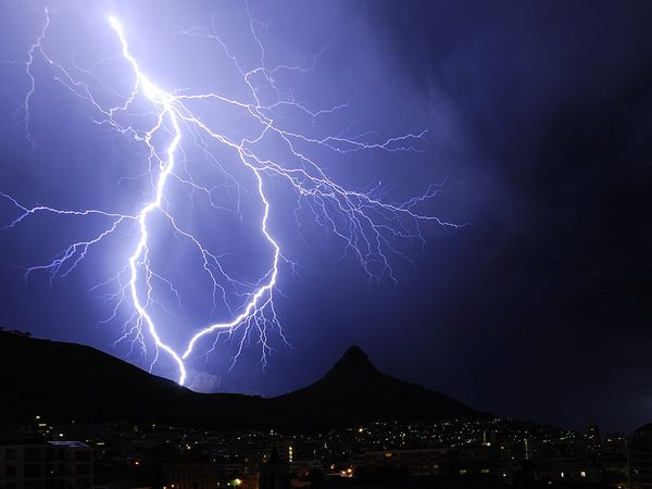 How Many Volts Are In a Lightning Strike? Let\u0027s Do The Math