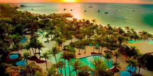 10RadissonHotel Aruba_ beach_overview800
