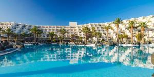 4_Lanzarote_luxury_windsurfing_hotel_melia-salinas-pool-wide_800x381