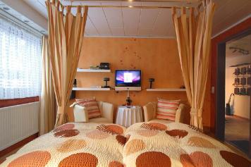 Wirtzfeld Valley Bedroom b01