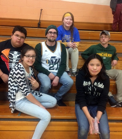 UW-Stout classes mentor middle-schoolers at Ojibwe School in Hayward | For Wisconsin