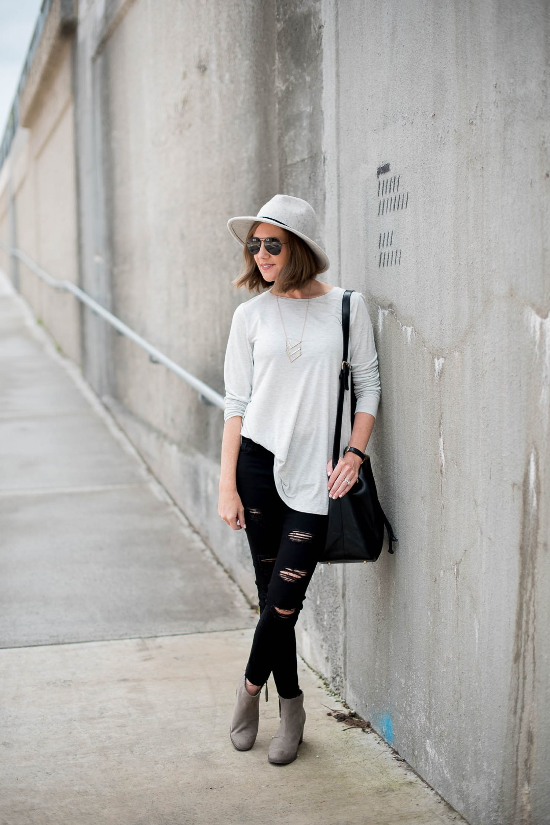 old-navy-tulip-hem-tee-old-navy-black-distressed-skinny-jeans-old-navy-booties-back-to-school-fall-fashion