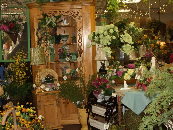 Home and Gifts Furniture with Silk Flowers and Plants - Wisteria - silk arrangements for home decor