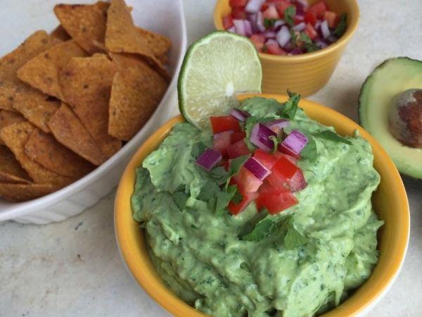 Greek Yogurt Spinach Guacamole | www.withpeanutbutterontop.com