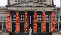 Ai Weiwei covers Berlin landmark in 14,000 refugee life ...