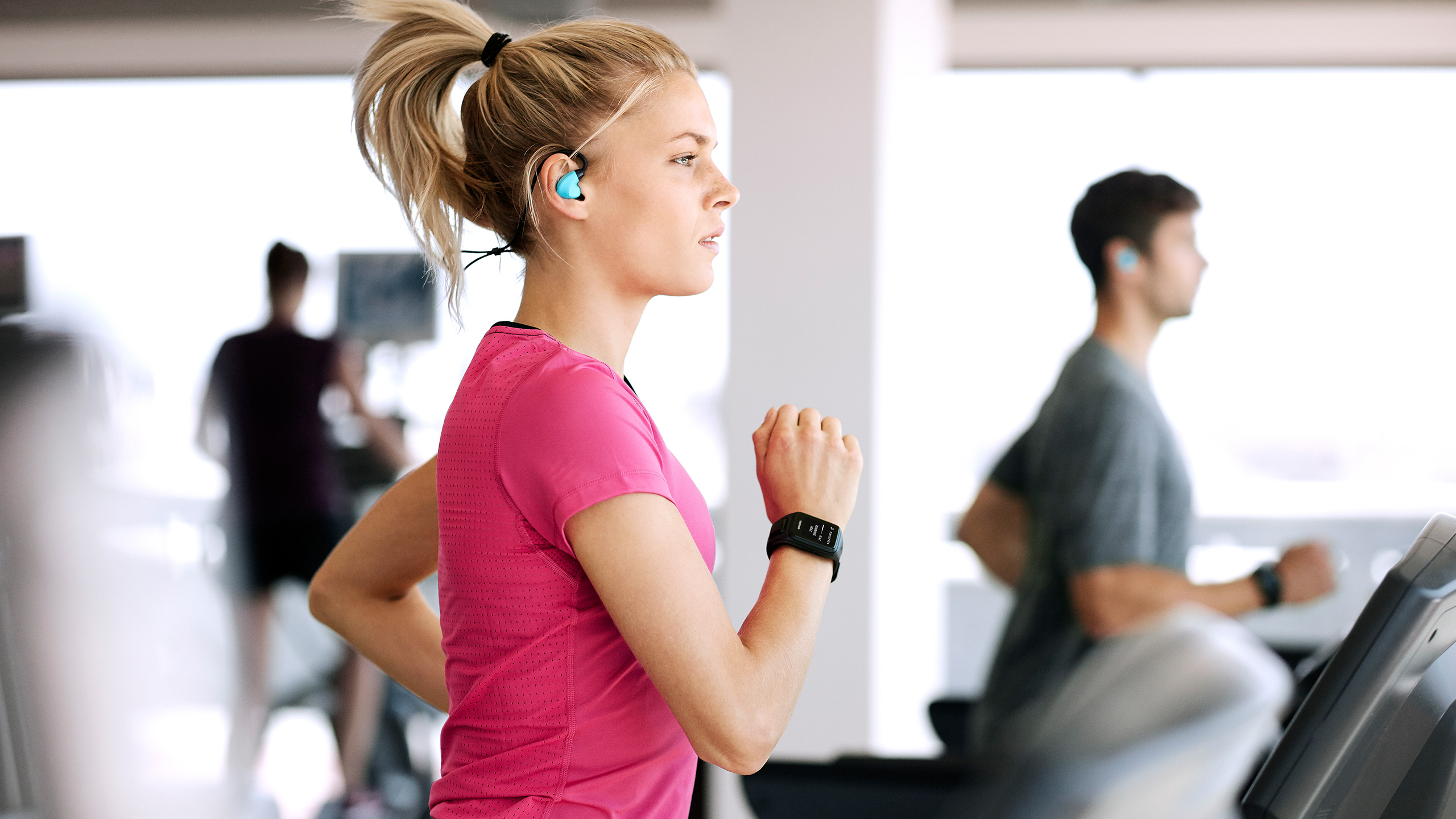 Girl Listening To Headphones Wallpaper Can Your Smartphone Help You Get In Shape Women Fitness