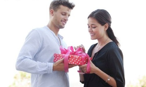 Gift For Girlfriend On First Date