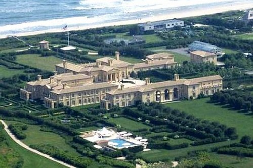 ... This Palatial Building Is Spread Over An Area Of 63 Acres, And It  Consists Of 29 Bedrooms, And Even Comes With Its Own Power Plant. Inside ...