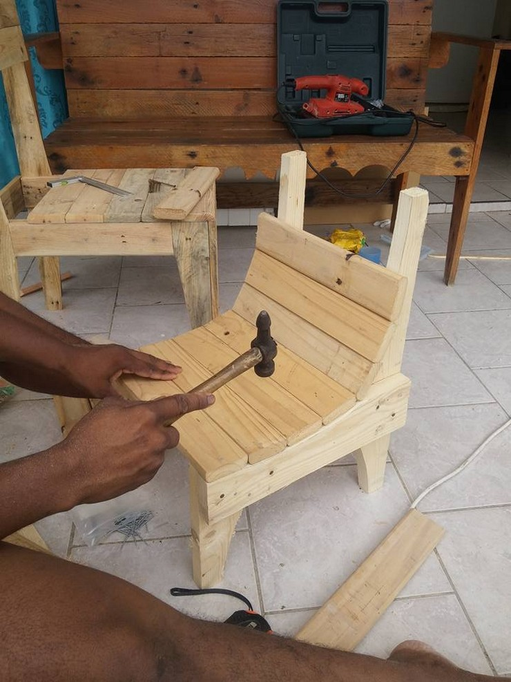 Diy Kids Chair With Pallets Wood Pallet Furniture