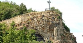 Cueva-de-la-Iglesia-en-Budapest_thumb.jpg