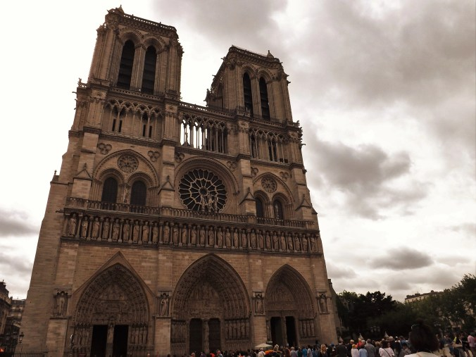 Want Paris to be more than a vacation spot? Use these RTW resources!