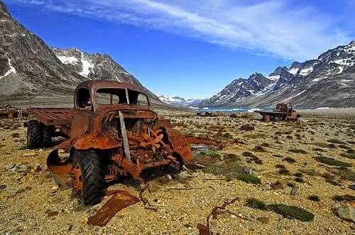A vehicle in the abandoned village of Ikateq