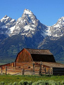 mountain Mormon_row_barn_grand_teton_national_park