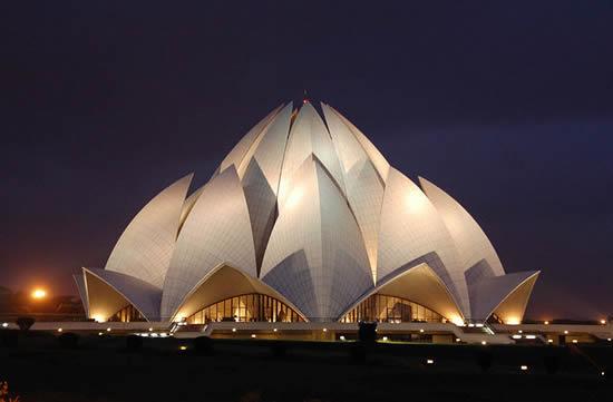 A Lotus Shaped Temple – Bahá'í House of Worship/New Delhi