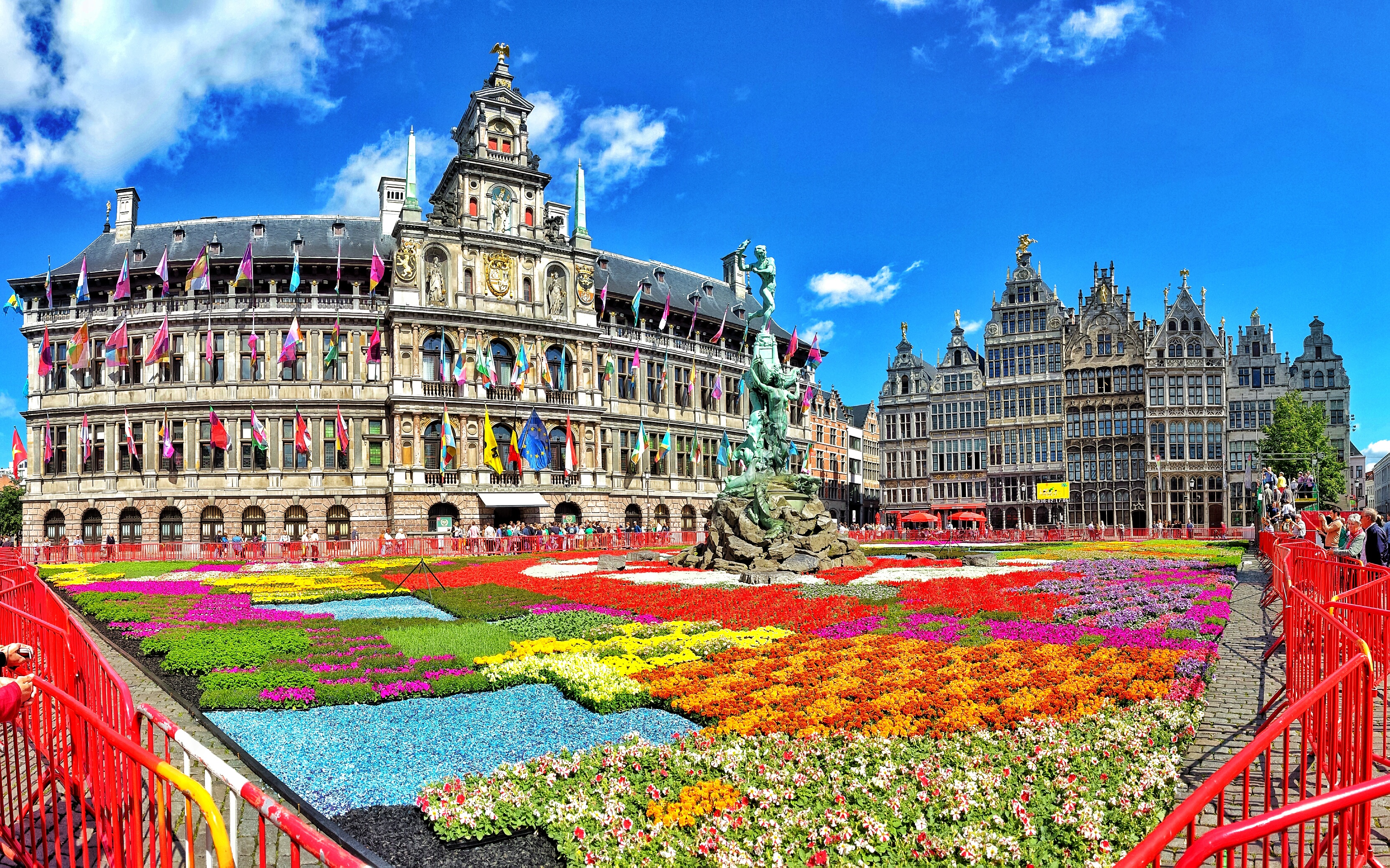 Flower carpet in Antwerp - WORLD WANDERISTA