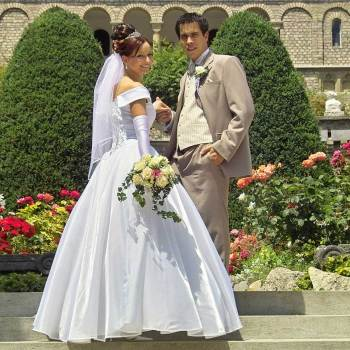 Factors To Keep In Mind Prior To Hiring A Wedding Dress Designer