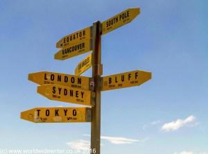 International sign post