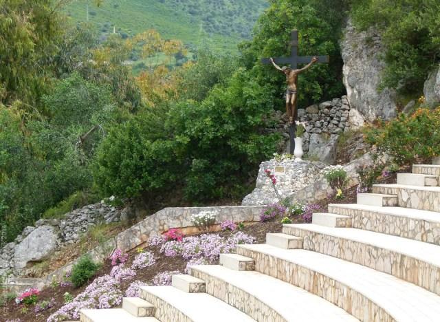 Outdoor seating at Grotta di San Michele at Cagnano Varano