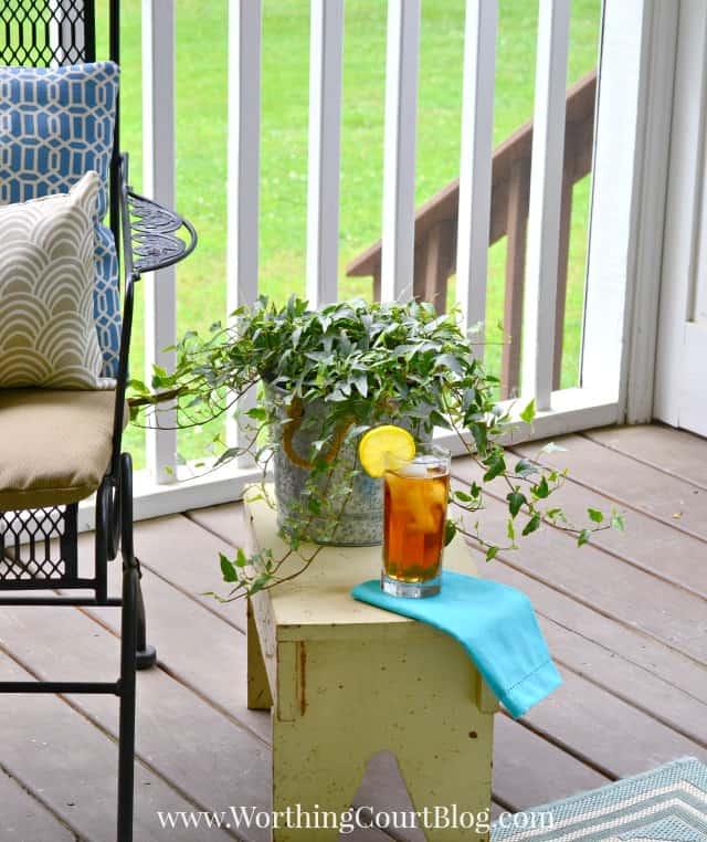 Screen porch decor
