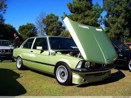 - BMW 320
