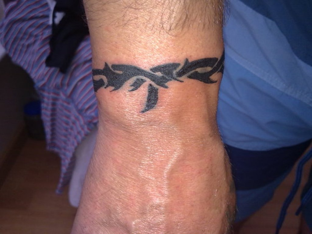 47 Attractive Band Tattoos For Your Writs