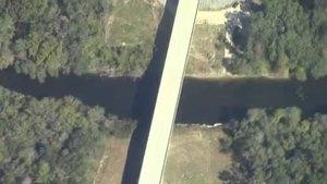 Movie: Horn Bridge, Mozell Spells, Withlacoochee River, GA-FL line (227K)
