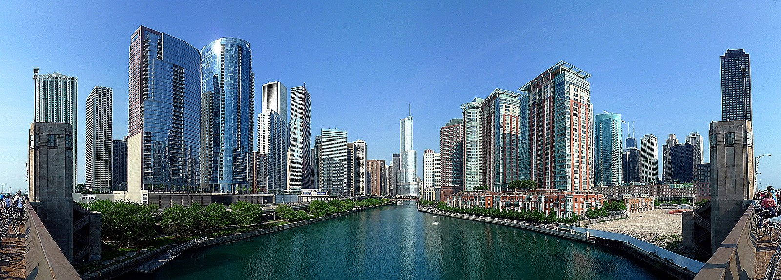 Buildings-Along-Chicago-River