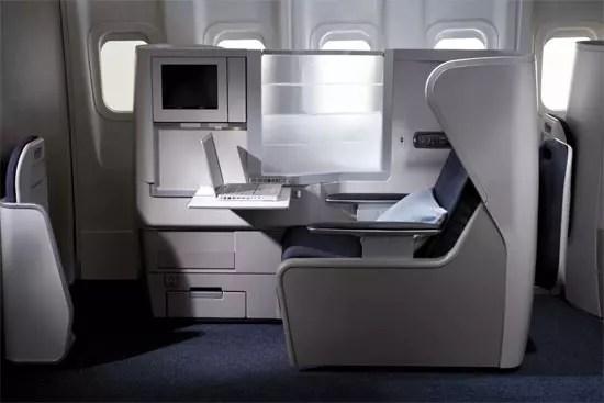 Το κάθισμα που μετατρέπεται σε τελείως οριζόντιο κρεβάτι στην Club World της British Airways